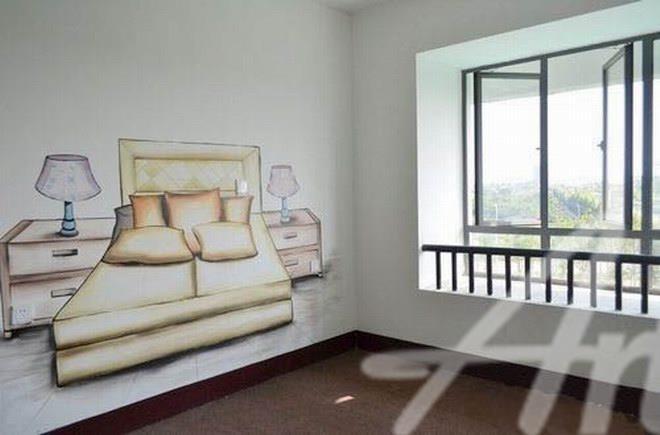 清水样板房墙绘,就是通过墙体彩绘等形式指示功能区的样板房,并给客户提供独具特色的装修风格色彩。没有繁杂的装潢,没有过多的修饰,仅仅通过简单的色彩和写实的涂鸦彩绘,房屋原本的面貌彻底袒露,将最真实的一面展示给客户。 查看更多清水样板房墙绘案例图片请拨打阿特斯墙绘全国免费电话:4008-299-228,或者联系网页右侧的在线客服。             查看更多清水样板房墙绘案例图片请拨打阿特斯墙绘全国免费电话:4008-299-228,或者联系网页右侧的在线客服。
